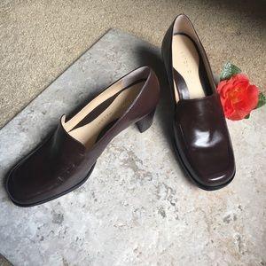 "Antonio Melani A6 ""Pretty"" brown chunky heels NWOT"